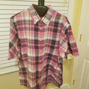 Beautiful men's plaid short sleeve shirt.
